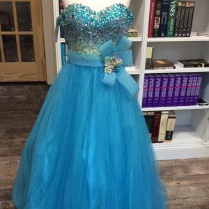 Tiffany Designs NWT Size 4